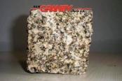 Kostka granitowa (żółta, średnioziarnista), łupana, mrozoodporny polski granit