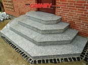 Elementy specjalne (schody granitowe - w trakcie realizacji)