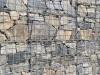Kamień w gabionach (wymieszane kamienie różnych frakcji i rodzajów. Zdjęcie otrzymane od Klienta)