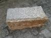 Kamień murowy z granitu, szaro-rudy, średnie ziarno