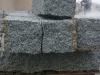 Granit, szaro-żółty, średnie ziarno, łupany