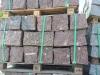 Kamień murowy z granitu czerwonego (VANGA), łupany