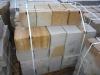 Sandstein-Mauersteine / Naturstein-Mauer / Sandstein-Mauer (grau-gelb). vier Flächen - gesägt, zwei Flächen – gespalten (Sandstein-Mauersteine aus Polen), Mauersteine für eine Natursteinmauer, Polensandstein