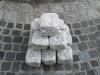 Kostka , szara, średnioziarnista, łupana i otaczana (polski mrozoodporny granit)