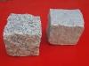 Kostka granitowa łupana (polski mrozoodporny granit), szara, średnio- i drobnoziarnista (w stanie suchym)