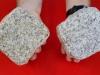 Kostka granitowa (polski mrozoodporny granit), szaro-żółta i szara, średnioziarnista (w stanie suchym), łupana i otaczana