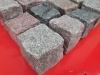 Kostka granitowa 7/9 cm - mieszanka kolorów: granity ze Skandynawii (czerwony i szary Bohus, czerwona VANGA i Tranas, czarny Szwed i Scandia) oraz polski szary granit, mrozoodporny, Mix zawiera kostki cięto-łupane, łupane a także częściowo płomieniowane. Na zdjęciu znajdują się kostki w stanie suchym
