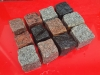 Kostka granitowa 7/9 cm - mieszanka kolorów: granity ze Skandynawii (czerwony i szary Bohus, czerwona VANGA i Tranas, czarny Szwed i Scandia) oraz polski szary granit, mrozoodporny, Mix zawiera kostki cięto-łupane, łupane a także częściowo płomieniowane. Na zdjęciu znajdują się kostki w stanie mokrym