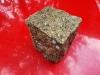Kostka granitowa (kamienie w stanie mokrym), żółta, drobnoziarnista, łupana (polski mrozoodporny granit)
