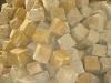 Kostka z piaskowca, szaro-żółta, łupana, mrozoodporny, polski piaskowiec