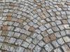 Kostka granitowa szaro-zółta (polski granit śrdnioziarnisty) i czarna (granit szwedzki)
