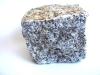 Kostka granitowa (szaro-złocista, średnioziarnista), łupana, mrozoodporny polski granit