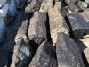 Słupki bazaltowe (surowe), zdjęcie przedstawia wygląd słupków zaimpregnowanych specjalnym preparatem wydobywającym z kamienia głębię koloru (kamień wygląda wówczas jak mokry)