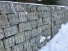 Naturstein-Gabionenmauer (eine Mauer aus dem Naturstein - diesmal grau-gelbe große Pflastersteine aus frostbeständigem Granit), Natursteinmauer, Gabionenzaun, Gabionenmauer, Naturstein für Gabionen, Naturstein aus Polen, Polengranit