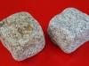 Kostka szaro-zółta i szara, średnioziarnista (w stanie suchym), łupana i otaczana