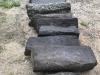 Słupki bazaltowe (surowe), zdjęcie przedstawia wygląd słupków w stanie mokrym