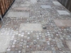 SKANDINAVISCH/ POLNISCHE PFLASTERSTEINE -MISCHUNG - Eine BUNTE Mischung von Pflastersteinen 7/9 cm aus skandinavischen Natursteinen (roter Bohus, grauer Bohus, roter Vanga, roter Tranas, schwarzer Schwede, Scandia) und einen polnischen, grauen Granit. Dieser Mix von Granit-Pflastersteinen besteht aus Würfel, die teilweise gesägt, gespalten und manchmal geflammt sind. Auf dem Foto befinden sich trockene Steine, deswegen ist die Farbintensität unterschiedlich. Ein sehr attraktiver Preis…