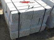 Kamień murowy z granitu, szary, średnie ziarno (cztery strony cięte, dwie strony łupane)